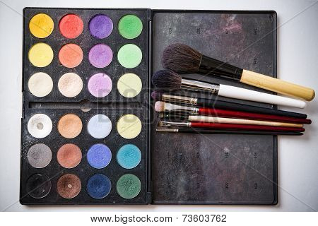 Eyeshadow Palette And Brush For Professional Makeup