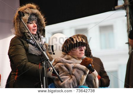 Olga Romanova and Irina Yasina on the stage of opposition rally