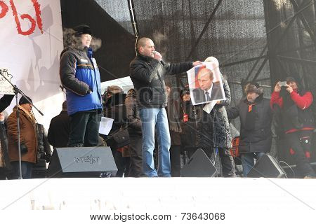 Politician Sergei Udaltsov launched a portrait of Vladimir Putin