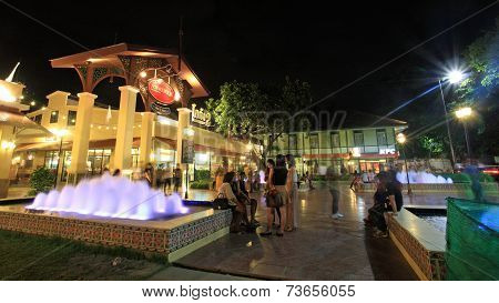 Asiatique The Riverfront With Fountain