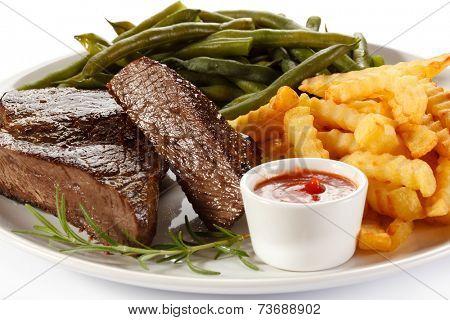 Beefsteak, chips and vegetables