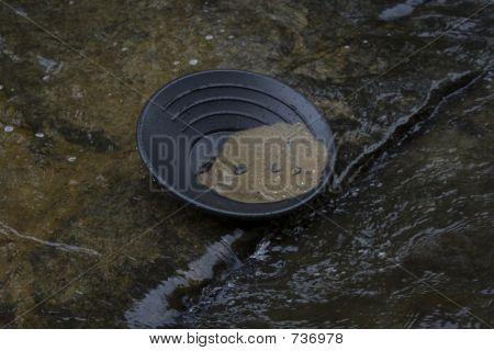 gold panning prospecting