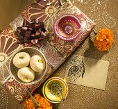 picture of deepavali  - An empty golden tag with diwali gift box - JPG