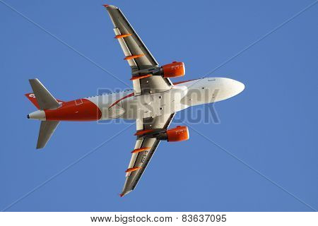 Easyjet commercial airliner