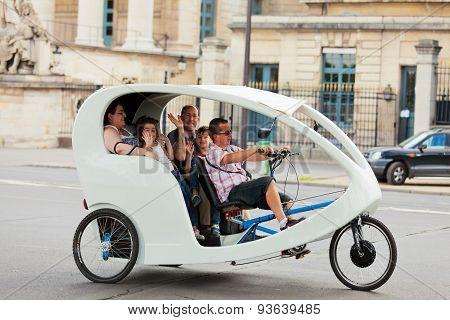 Tourist Taxi In Paris