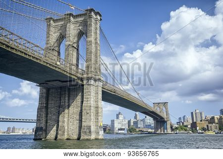 An image of the great Brooklyn Bridge in New York