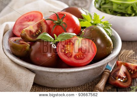 Ripe fresh tomatoes in a bowl