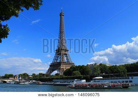 Eiffel tower the major monument in Paris