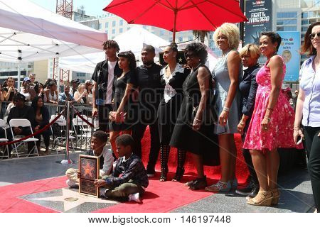 LOS ANGELES - SEP 7:  Usher Raymond IV, wife Grace Miguel, Naviyd Raymond, Usher Raymond V, family at the Usher Star On The Hollywood WOF at Eastown on September 7, 2016 in Los Angeles, CA