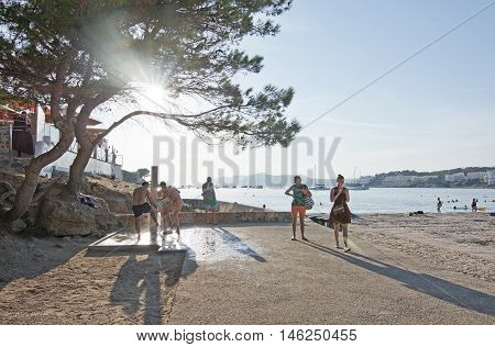 Beach People And Parasols Silhouettes