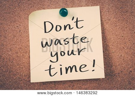 Don't waste your time note pin on the bulletin board