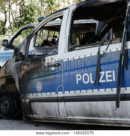 Burnt-out cars after an arson attack on police cars in the center of Magdeburg