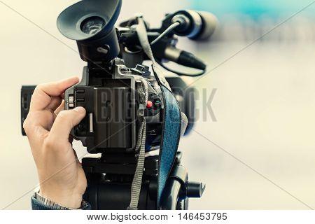 Television camera, color image, horizontal image, close up