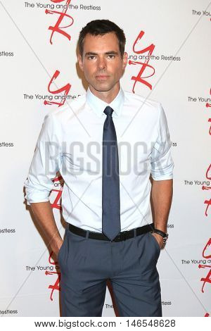 LOS ANGELES - SEP 8:  Jason Thompson at the Young and The Resltless 11,000 Show Celebration at the CBS Television City on September 8, 2016 in Los Angeles, CA