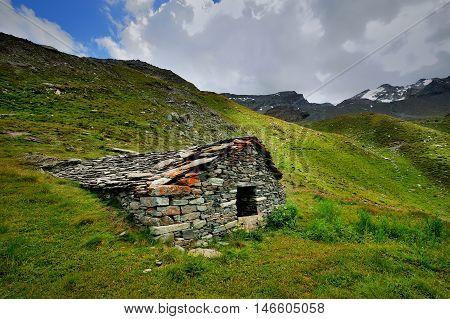 Plan di Feye-Bruil ruins - alpien farm buildings in Val di Rhemes