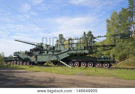 LENINGRAD REGION, RUSSIA - SEPTEMBER 14, 2015: 305-mm gun mount on the rail conveyor. Fort Krasnaya Gorka (Krasnoflotsk)
