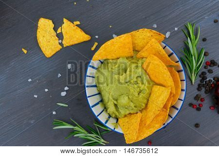 Green guacamole sause with crispy corn chips