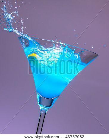 Cocktails Blue Tilt the glass Orange in water distribution