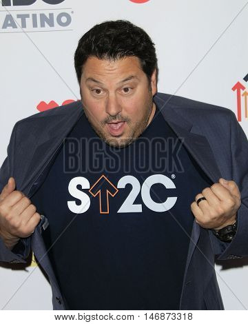 LOS ANGELES - SEP 9:  Greg Grunberg at the 5th Biennial Stand Up To Cancer at the Walt Disney Concert Hall on September 9, 2016 in Los Angeles, CA