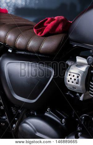 Motorcycles detailing series : Red microfiber cloth on vintage motorcycle seat