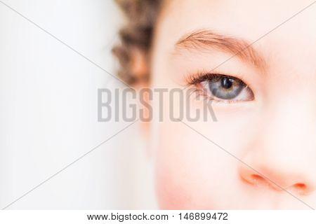 bebe hermoso ojos azules colores pasteles cualquier uso