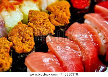 Tuna sushi and Uni sushi, Close Up