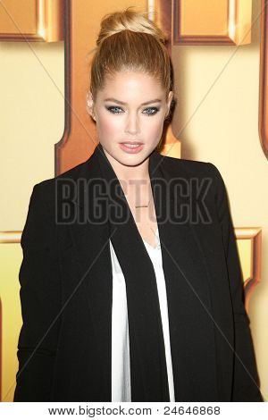 "NEW YORK - OCTOBER 24: Doutzen Kroes attends the premiere of ""Tower Heist"" at the Ziegfeld Theatre on October 24, 2011 in New York City."