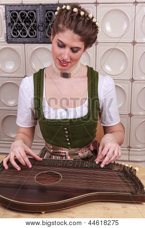 Play Young Bavarian girl in Zither