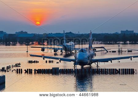 Airplanes drown in the water