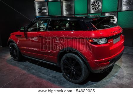 Land Rover Range Rover Car On Display At The La Auto Show.