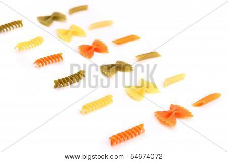 crossover from different color pasta