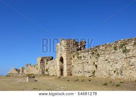 Купить замок в греции