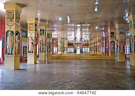 Porbandar. Inside Bharat Mandir