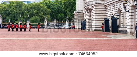 Change Of Guard In Buckingham Palace