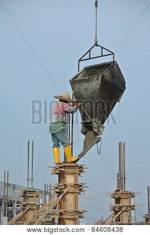 A construction workers casting building column