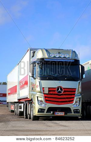 Gold And Red Mercedes-Benz Actros 2551 Truck