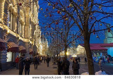 Illuminated Gum And Christmas Market .