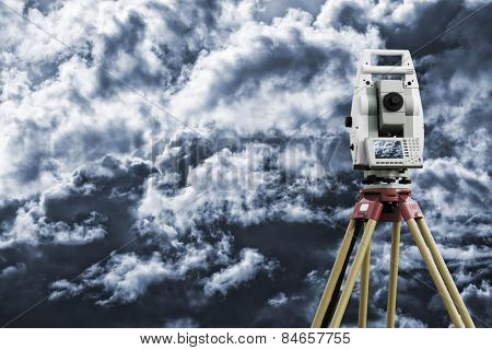 surveying measuring instrument , monitor showing sky and horizon, civil-engineering