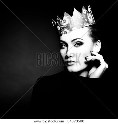 Glamour portrait of beautiful woman model with fresh daily makeup and crown. Fashion female portrait. black and white.