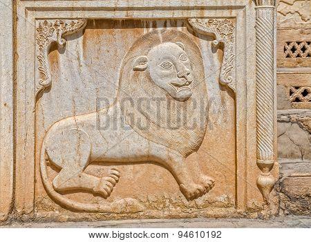 Zinat ol Molk House lion relief