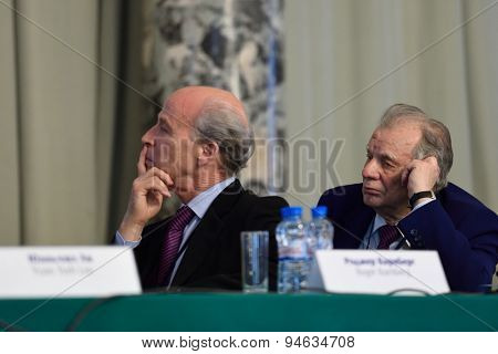 ST. PETERSBURG, RUSSIA - JUNE 22, 2015: Nobel Prize Laureates Roger Kornberg (left) and Zhores Alferov during Saint Petersburg scientific forum