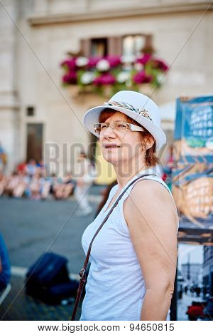 Woman in hat in Rome on Piazza Navona