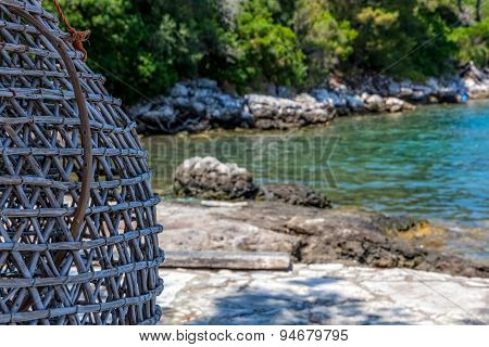 Sea fishing trap
