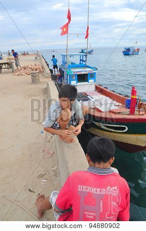 Quang Ngai, Vietnam - July 31, 2012: Children Are Playing In The Ly Son Island Of Vietnam