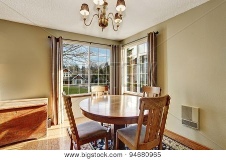 Classic Dinning Room With Table Chairs, And Hardwood Floor.