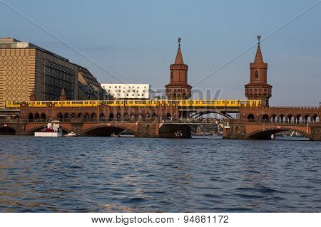 oberbaum bridge with train - berlin kreuzberg