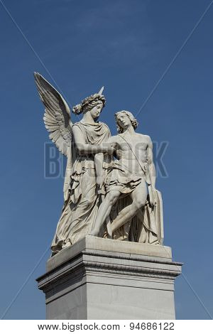 angel statue / sculpture with wounded soldier