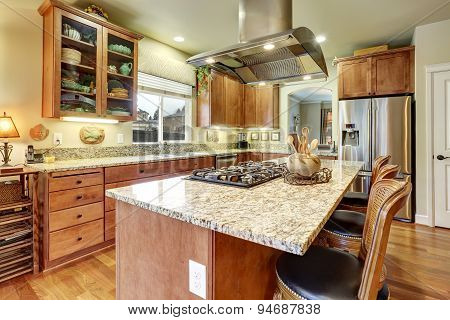 Perfect Kitchen With Hardwood Floor And Island.