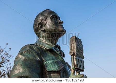 SAN DIEGO, CALIFORNIA - FEBRUARY 29, 2016: Bronze statue of actor/comedian Bob Hope in a memorial titled