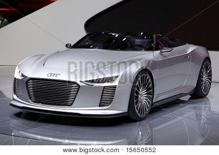 PARIS, FRANCE - SEPTEMBER 30:Audi e-tron Spyder at Paris Motor Show on September 30, 2010 in Paris